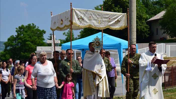 Pripadnici Hrvatske vojske proslavili blagdan Tijelova | Domoljubni portal CM | Press